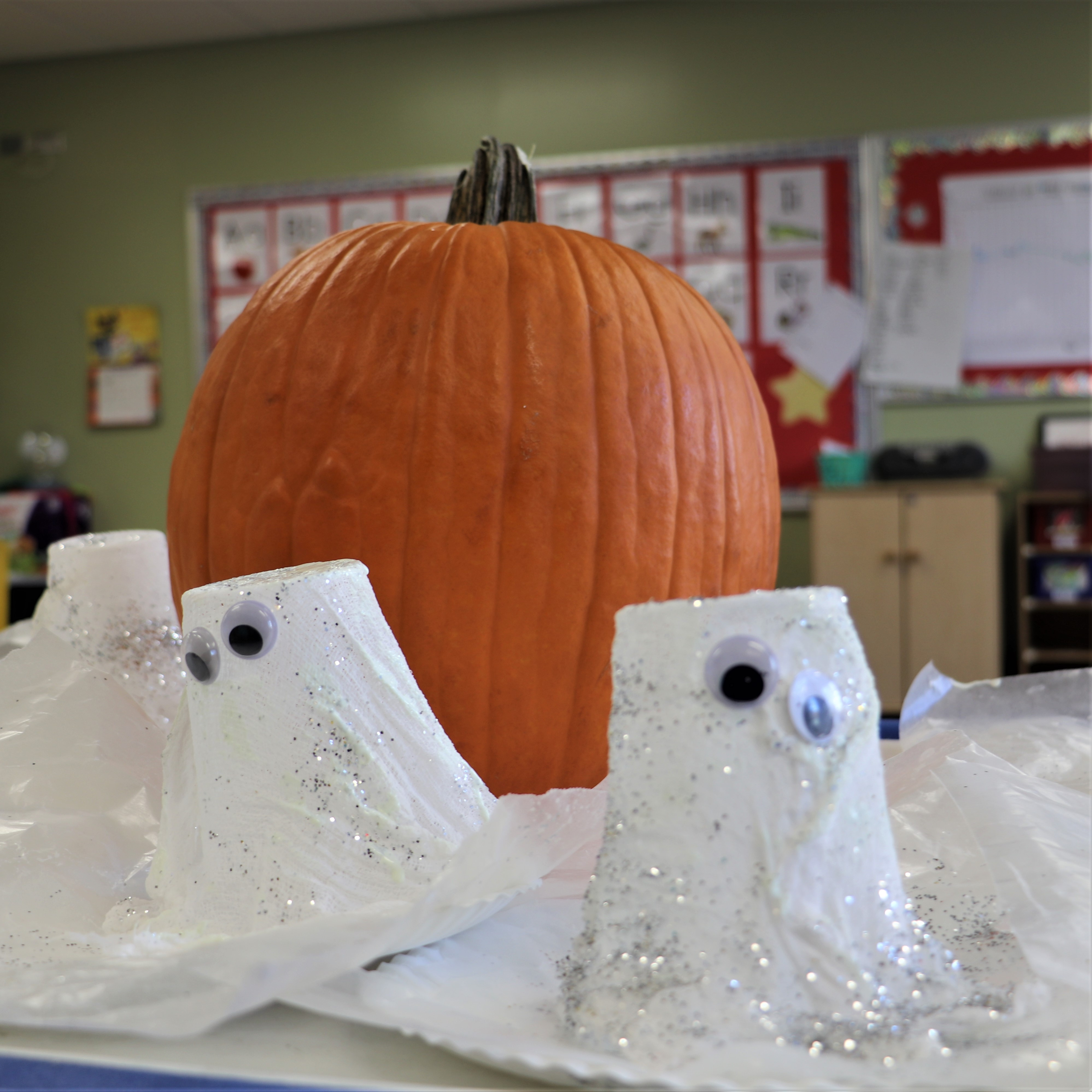 Halloween crafts with Growing Tree Preschool: How to make a glow in the dark ghost.